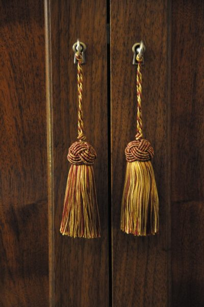 detail photo of tassel clasps