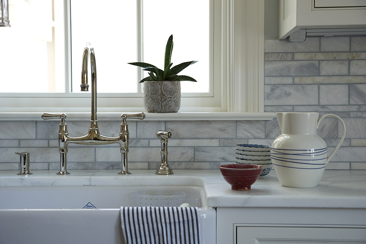 photo of white gray kitchen backsplash